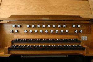 Felsenkirche - Spieltisch der Orgel